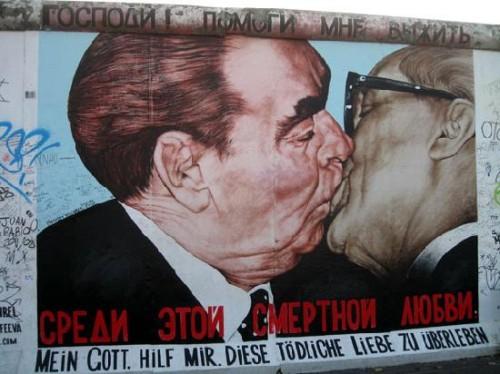 famoous-kiss-mural